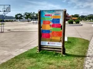 Secretaria Municipal de Turismo instala placas de divulgação do Calendário Viva Ubatuba