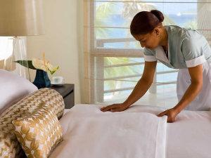 Ubatuba assina acordo para receber primeiro hotel escola feito pela Confederação Nacional do Turismo.