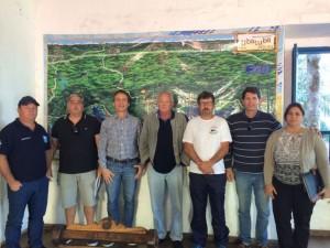 Secretarias de Turismo e Planejamento Urbano reúnem-se com escuneiros de Ubatuba